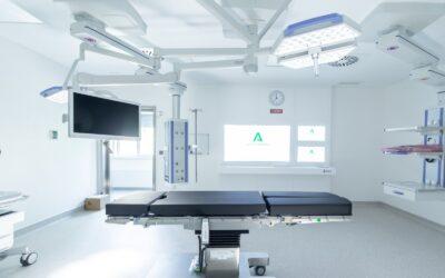 El Hospital Virgen de las Nieves revoluciona las operaciones de precisión con un nuevo quirófano especializado ejecutado por Construcciones Calderón